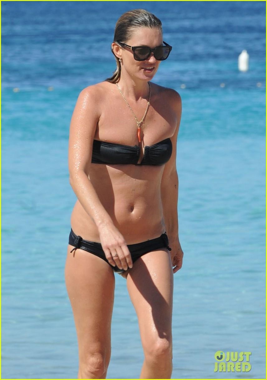 kate moss bikini bod soaking sun ibiza 07