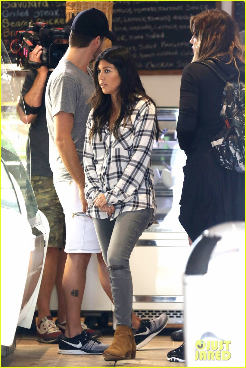 kourtney khloe kardashian double date with their men 13