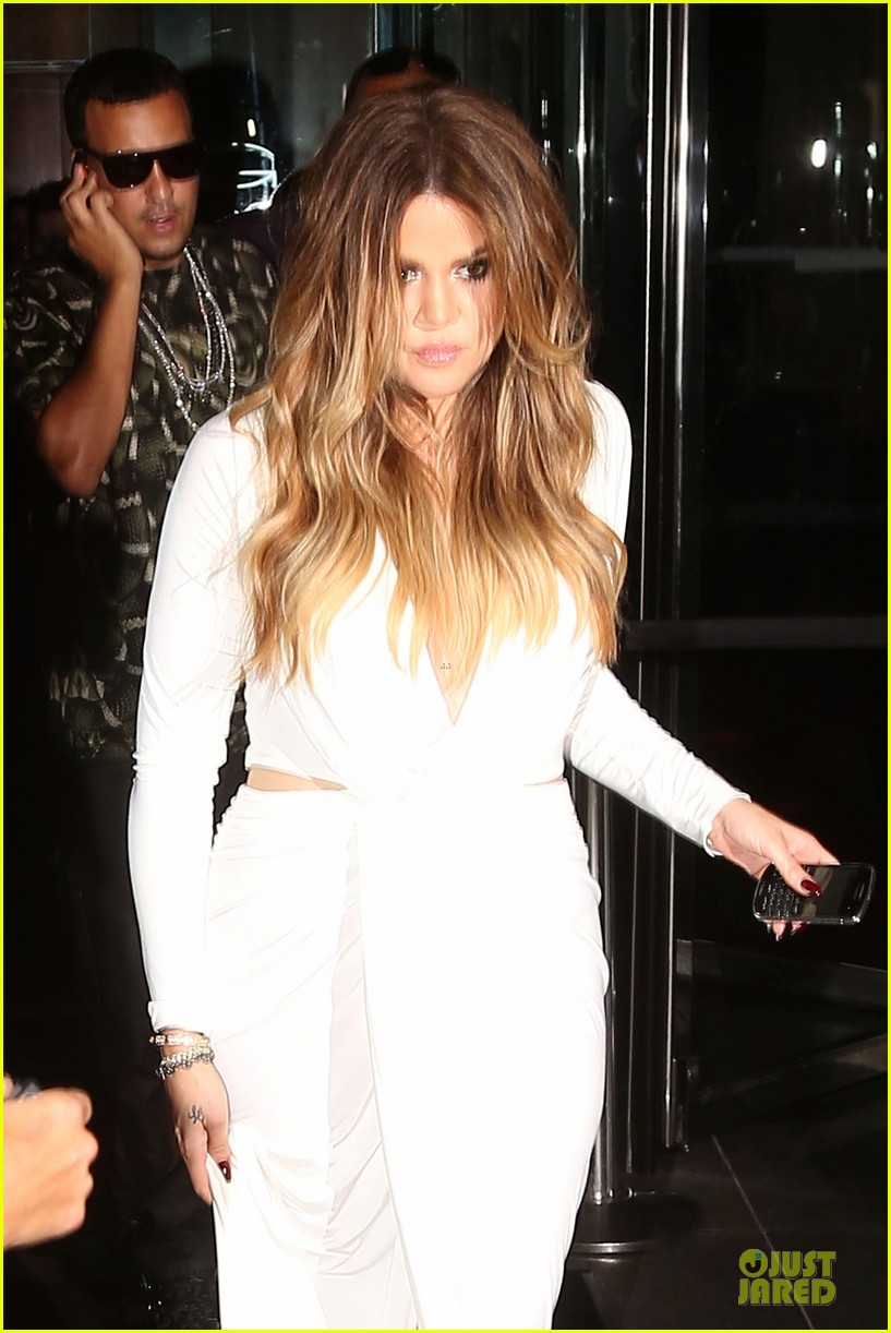 khloe kardashian white affair on 30th birthday dinner 04