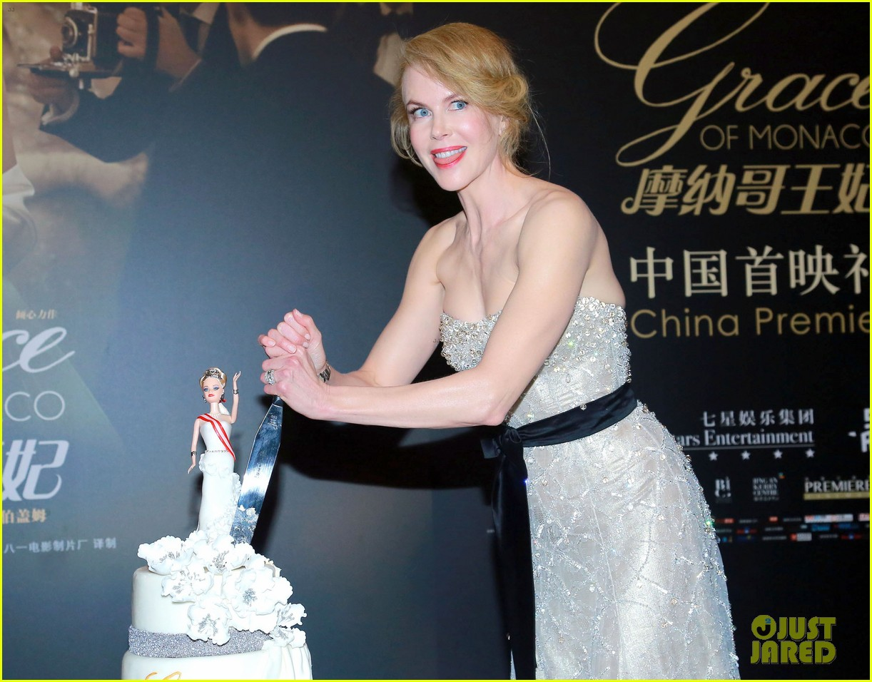 nicole kidman cuts grace of monaco cake in shanghai 013136347