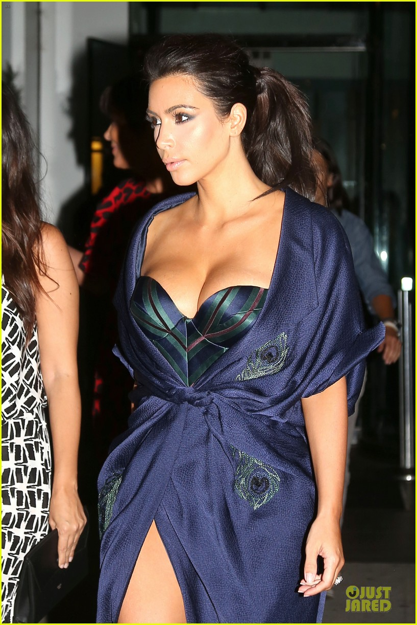 kim kardashian cleavage on full display for khloe birthday 023145130
