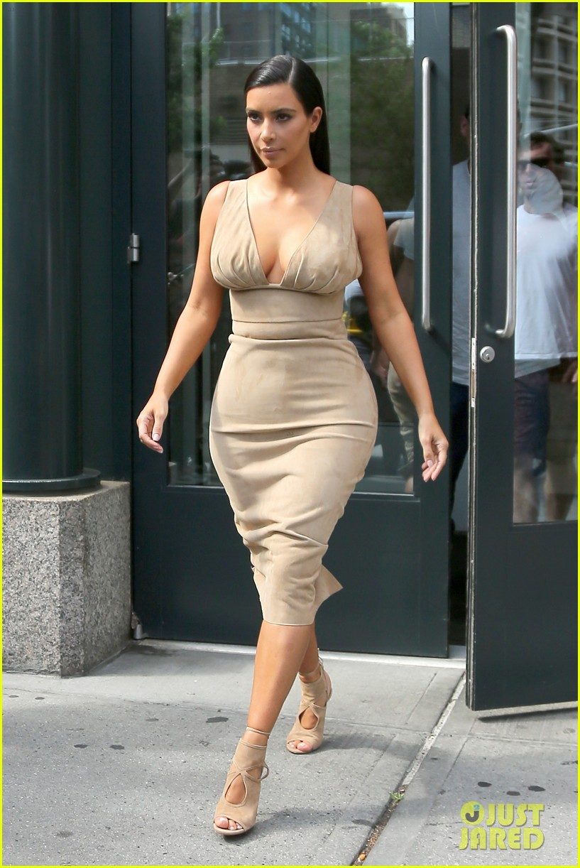 kim kardashian leaves her blonde wig at home 063143962