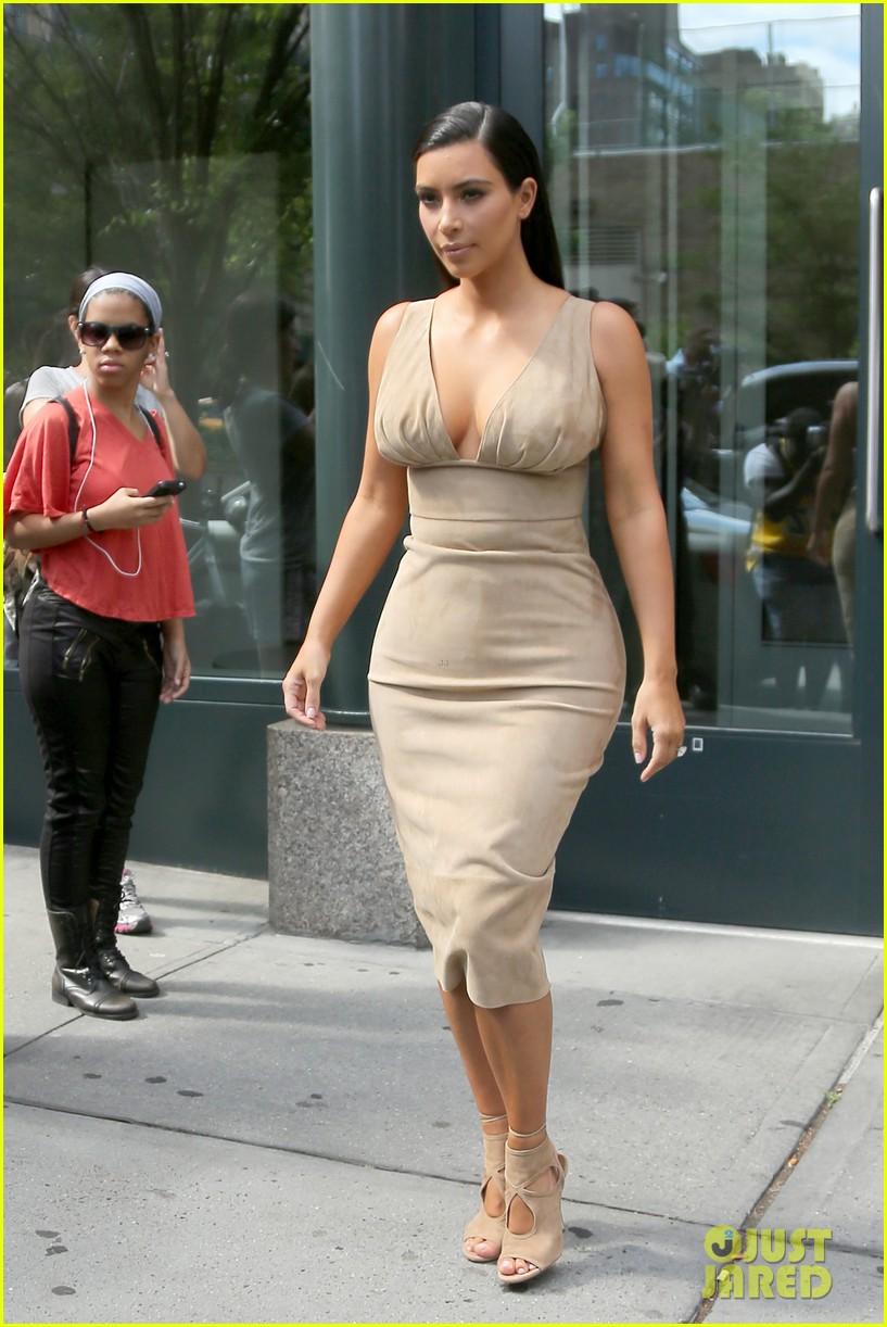 kim kardashian leaves her blonde wig at home 10