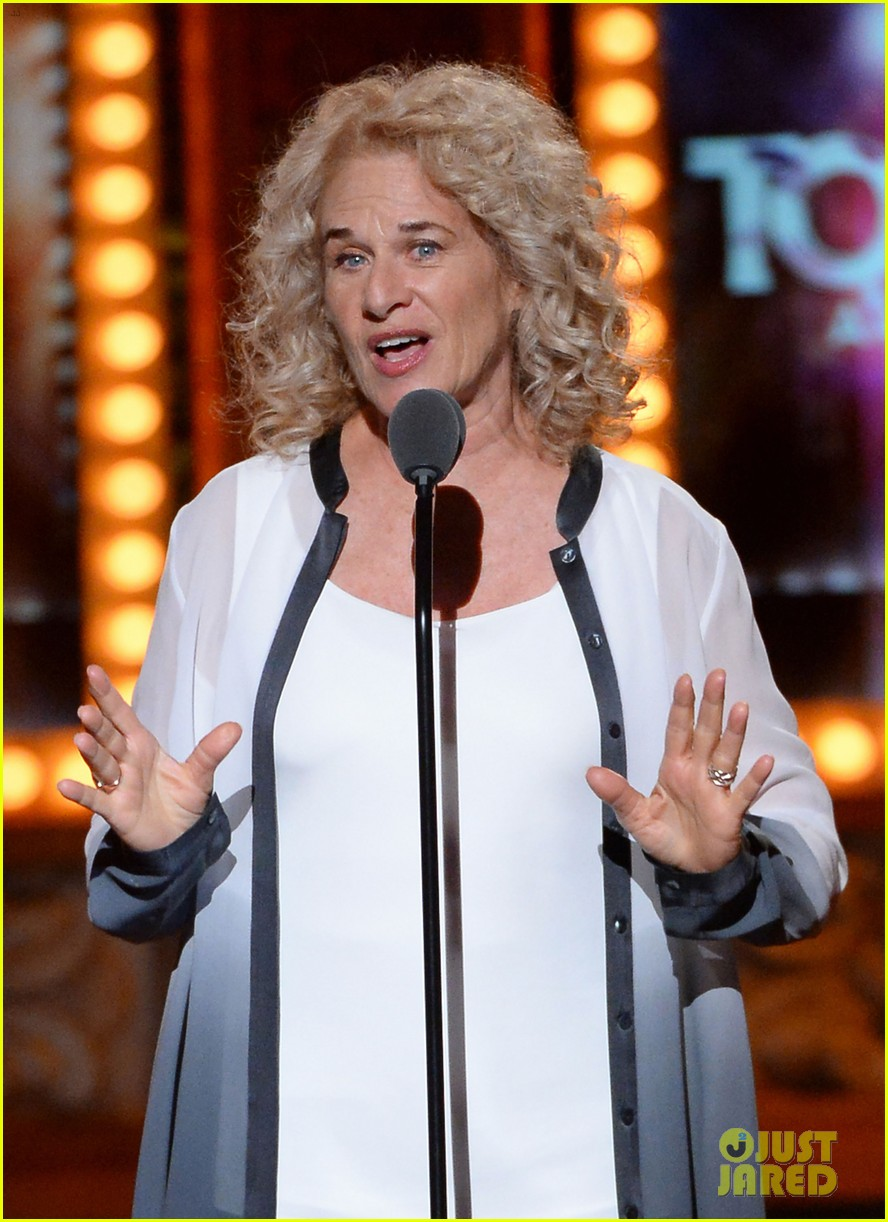 carole king jessie mueller tony awards 2014 043131471