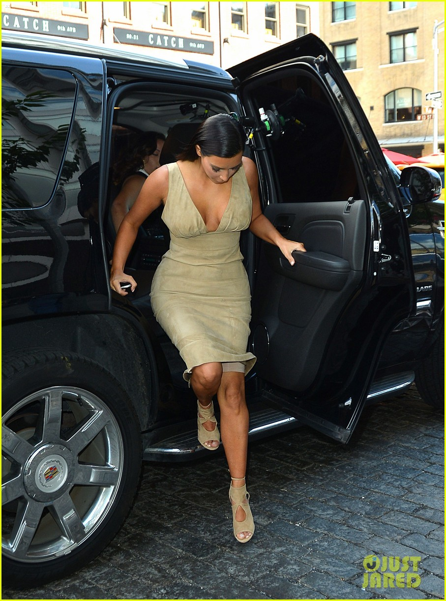 kim khloe kourtney kardashian have lunch together 103144129