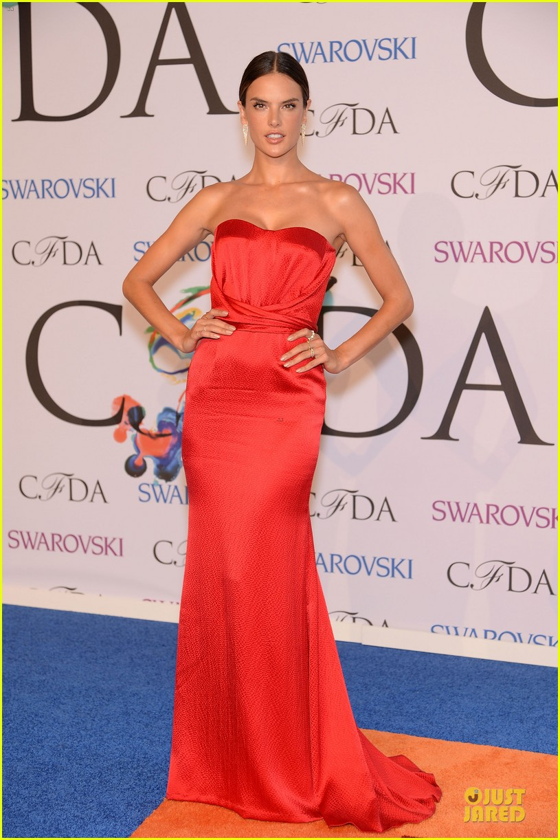 heidi klum alessandra ambrosio bright at cfda awards 2014 01