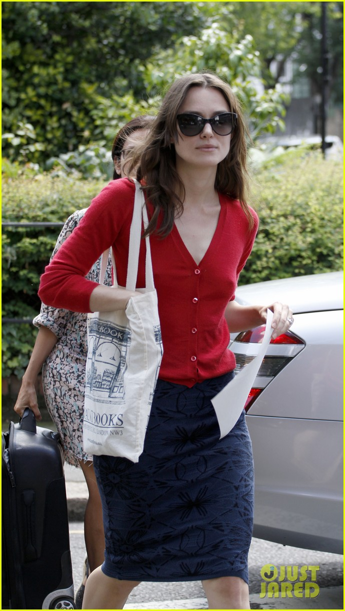 keira knightley gives herself a 50000 salary a year 143133241