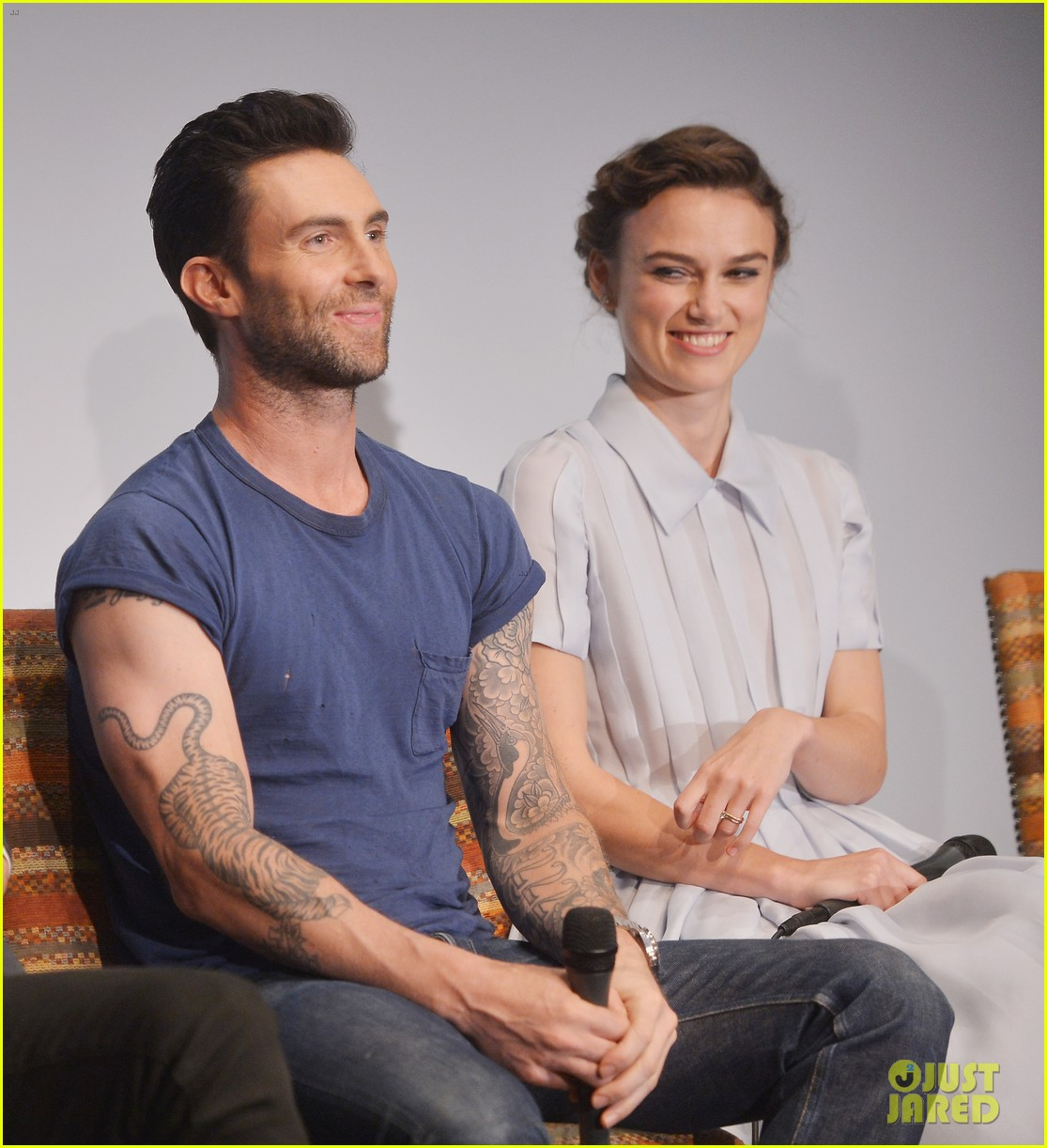 keira knightley cant stop laughing when with adam levine 06