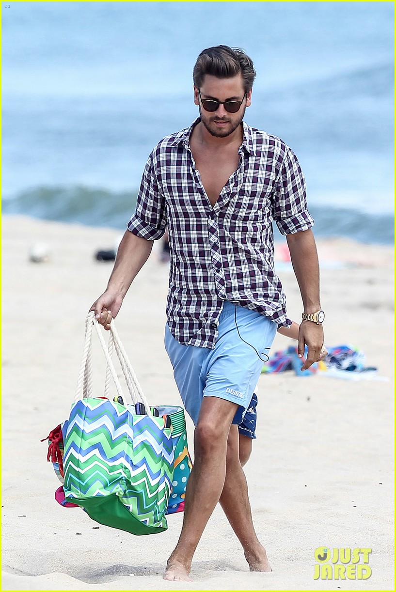 kourtney kardashian scott disick hit the beach breakup rumors 043138289