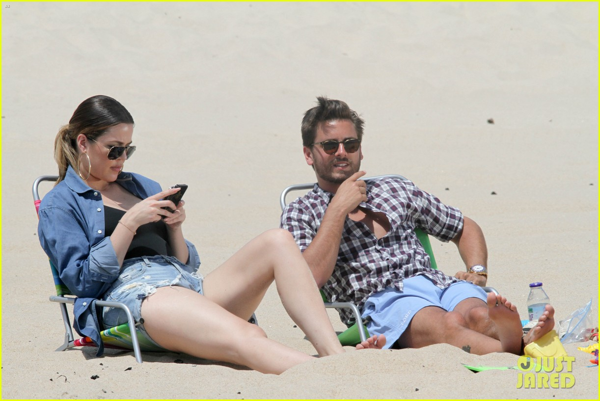 kourtney kardashian scott disick hit the beach breakup rumors 113138296