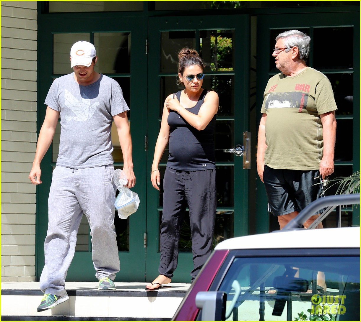 pregnant mila kunis ashton kutcher visit with her parents 043126101