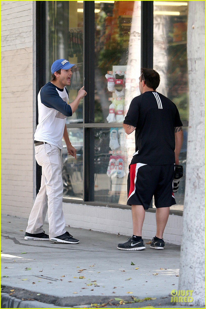 ashton kutcher confronts paparazzi on solo hollywood stroll 113145619