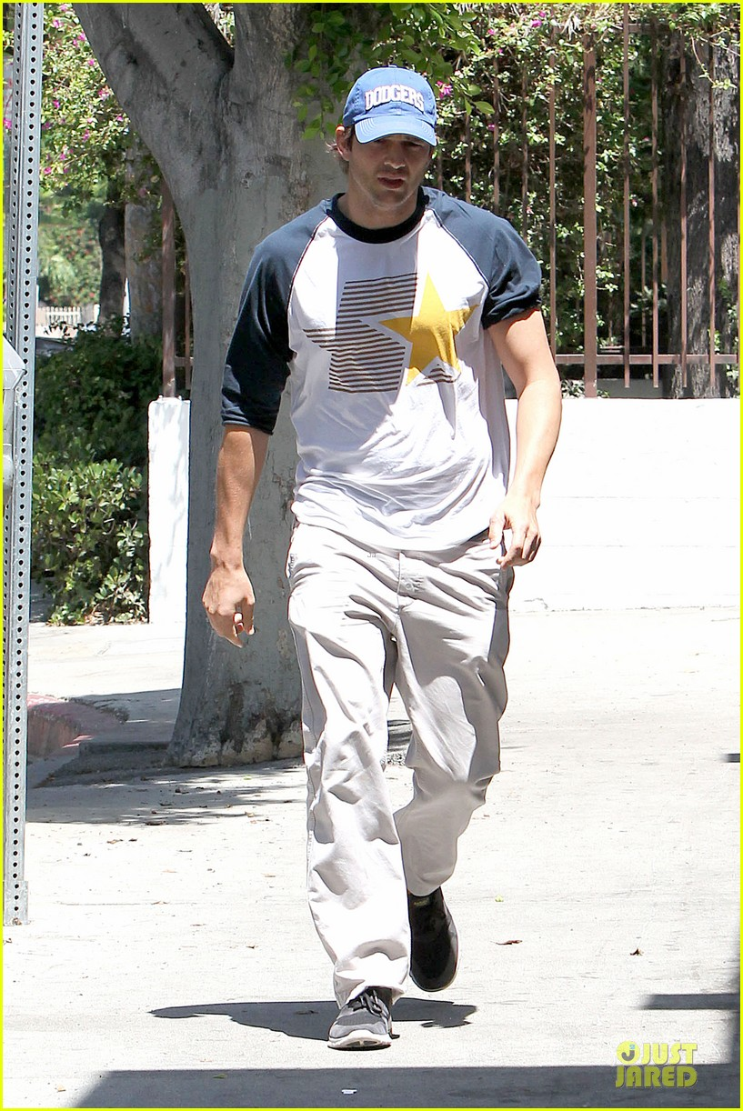 ashton kutcher confronts paparazzi on solo hollywood stroll 173145625