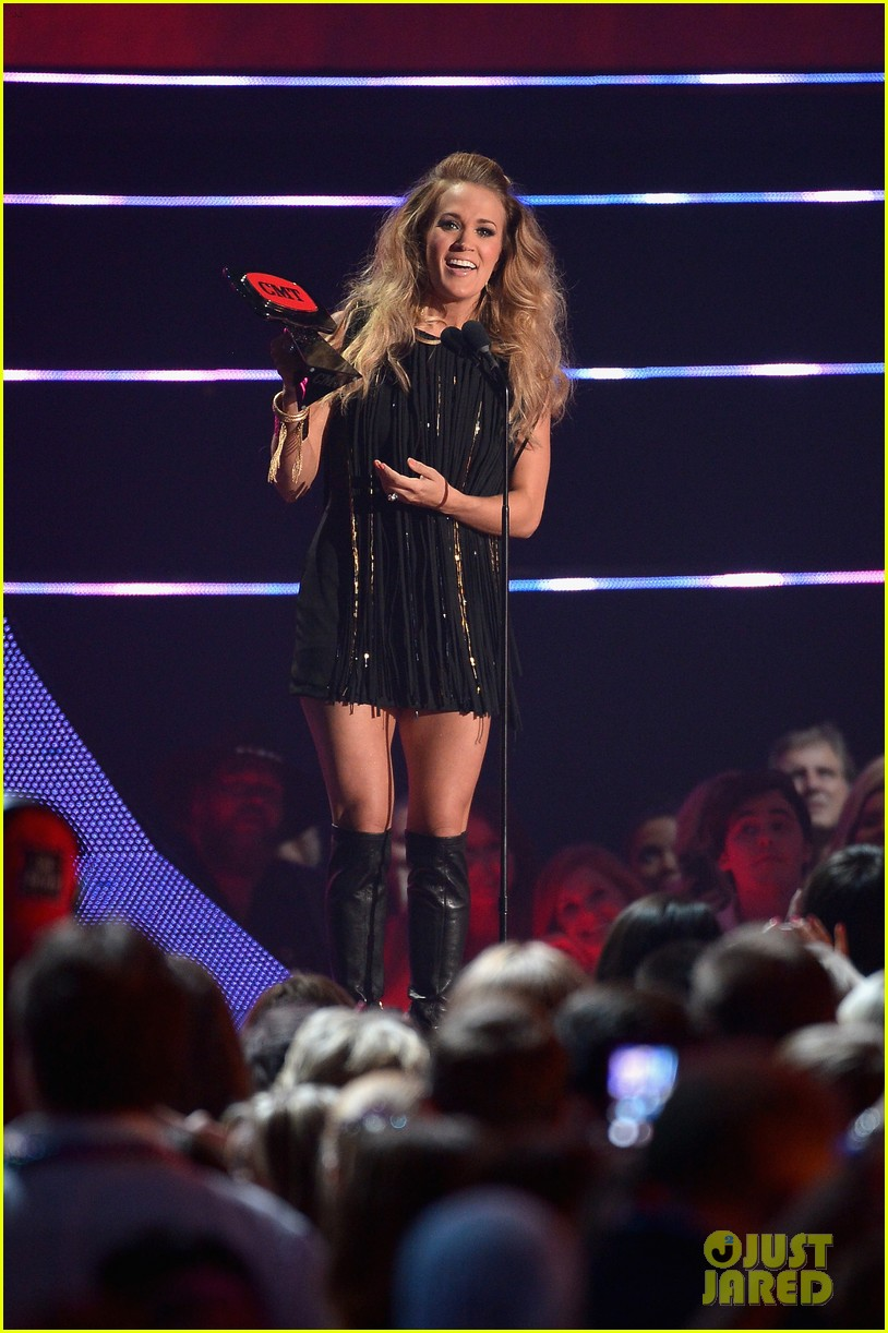 miranda lambert carrie underwood rock out cmt music awards 2014 043128552