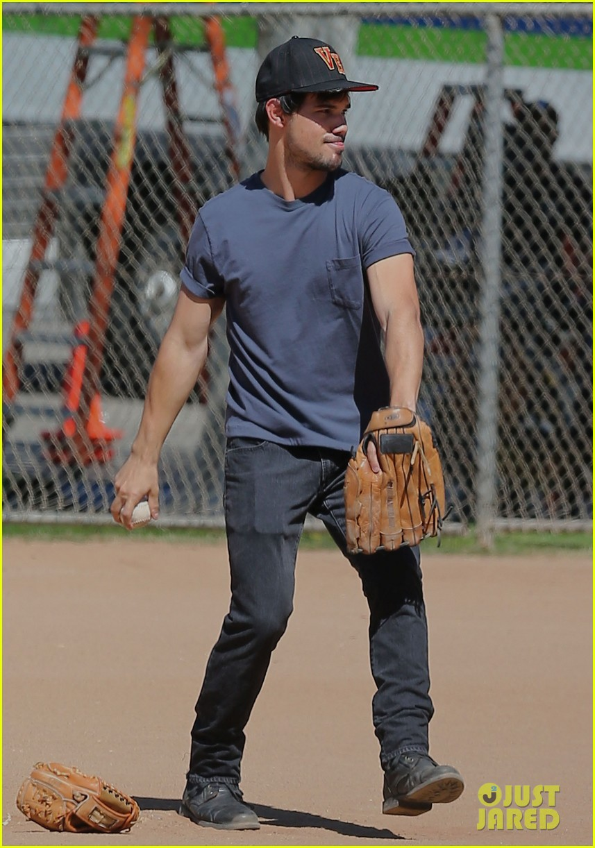 taylor lautner buff arms run the tide baseball pitch 153140546