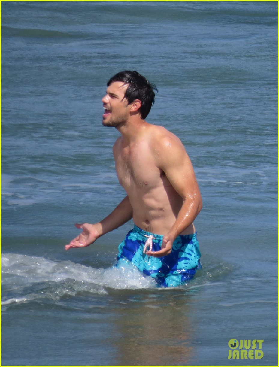 taylor lautner goes shirtless for run the tide beach scenes 273138098