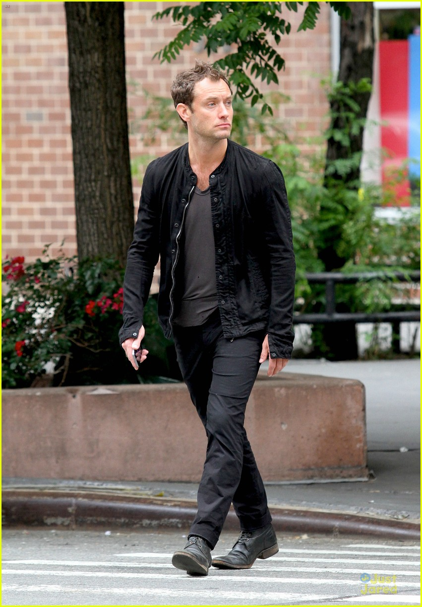 jude law alicia rountree spend time together in nyc 053139687