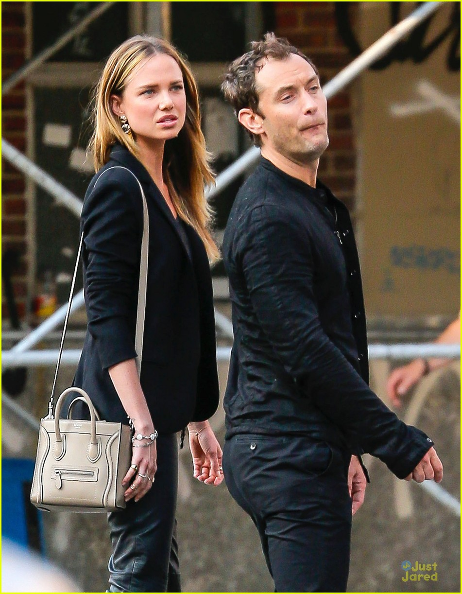 jude law alicia rountree spend time together in nyc 063139688