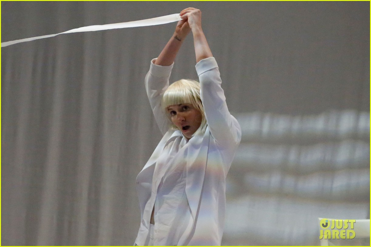 lena dunham performs interpretive dance to sias chandelier watch now 043132235