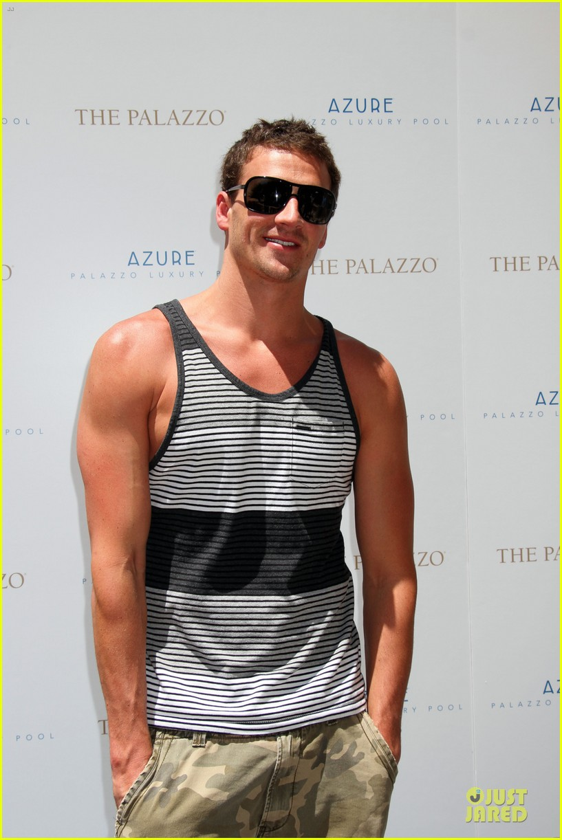 ryan lochte hosts bachelor party in las vegas 063131001