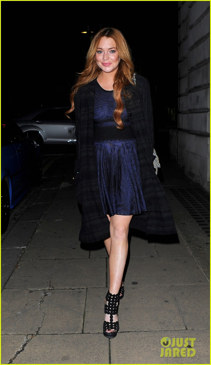 lindsay lohan changes up her look to evening wear for night out 103143024