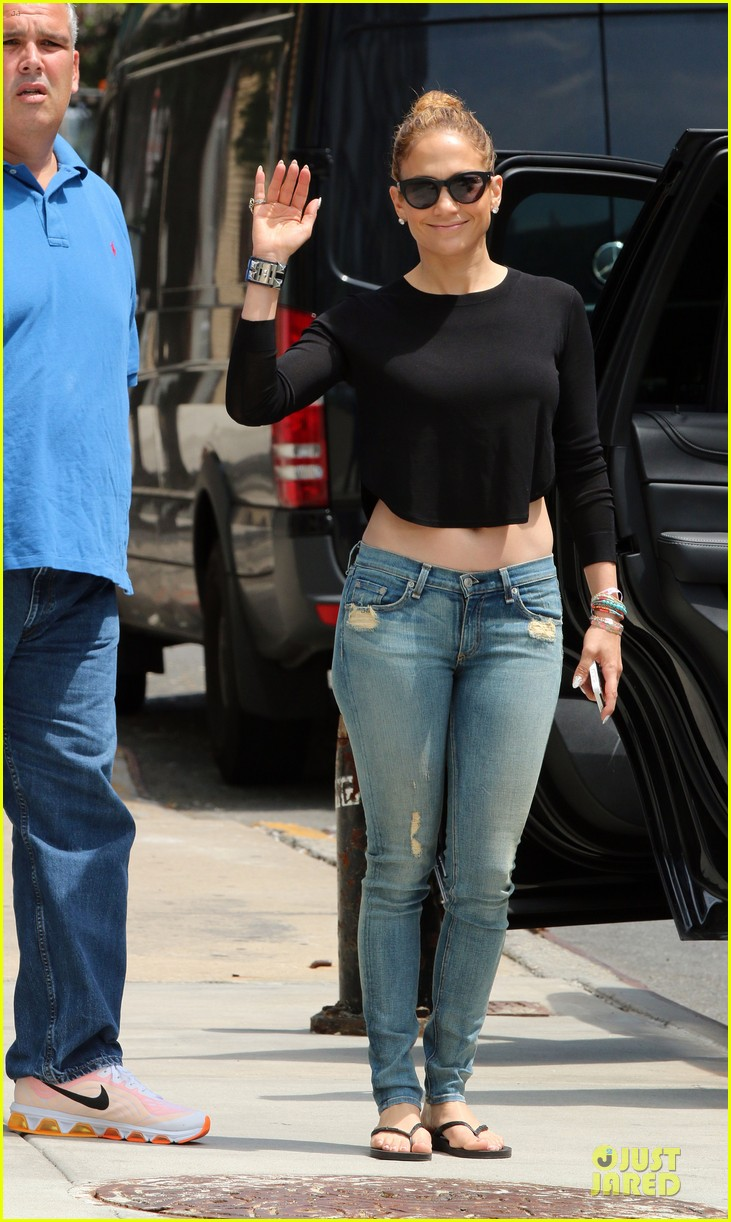 jennifer lopez bare midriff sight to see in nyc 12