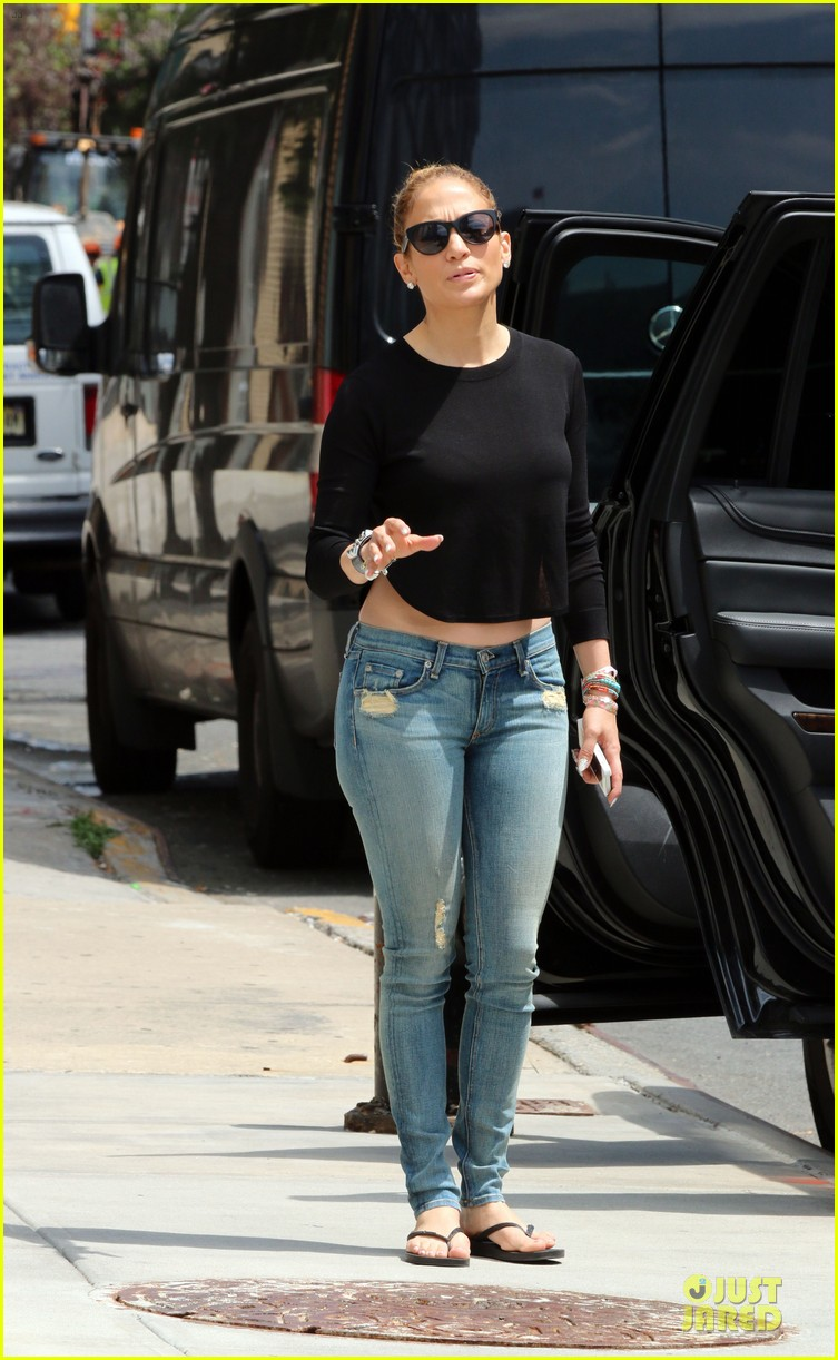 jennifer lopez bare midriff sight to see in nyc 14