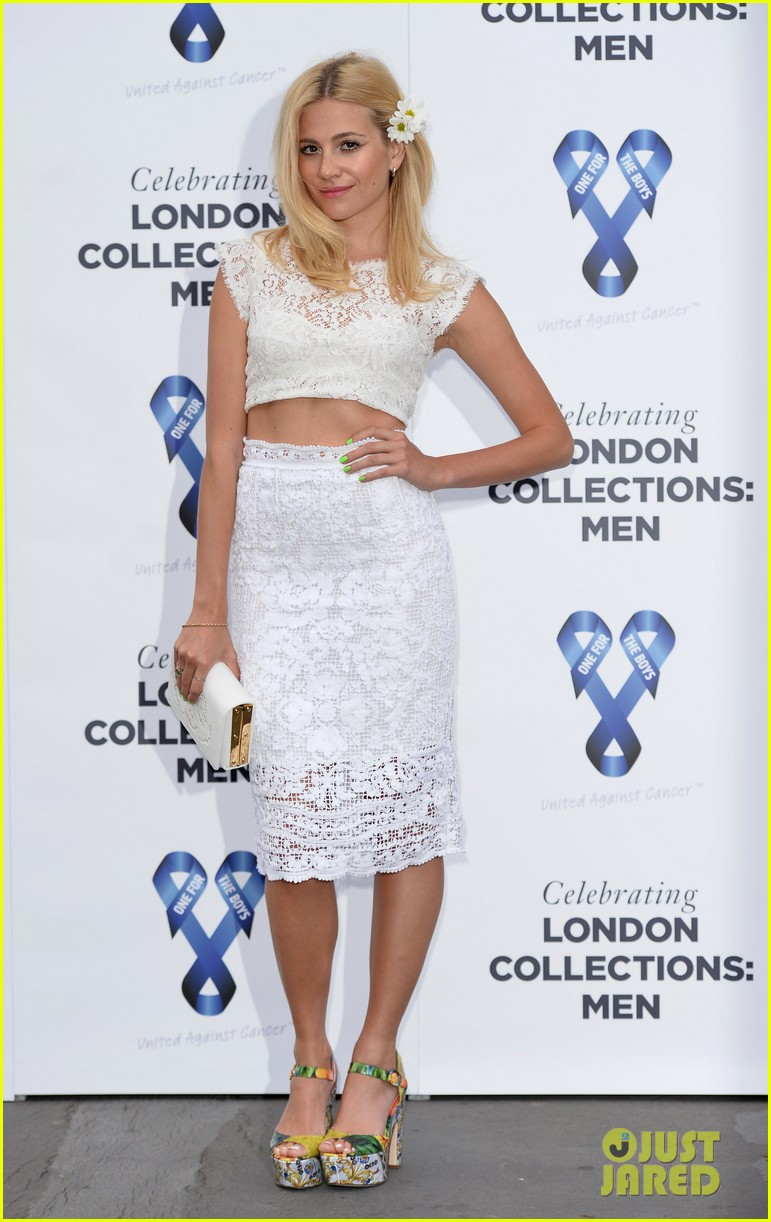 pixie lott margot robbie charity ball 043136153