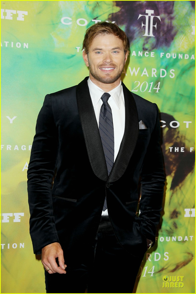 kellan lutz michael c hall dress fragrance foundation awards 023137000