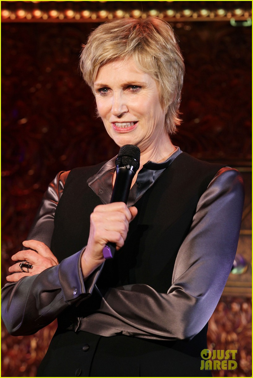 jomatthew morrison kisses jane lynch on stage for her solo concert debut 04