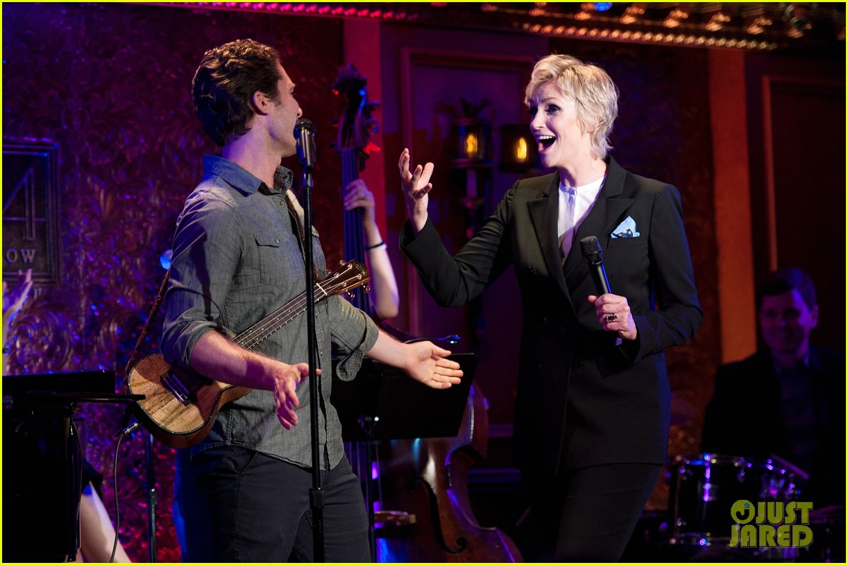 jomatthew morrison kisses jane lynch on stage for her solo concert debut 073138861