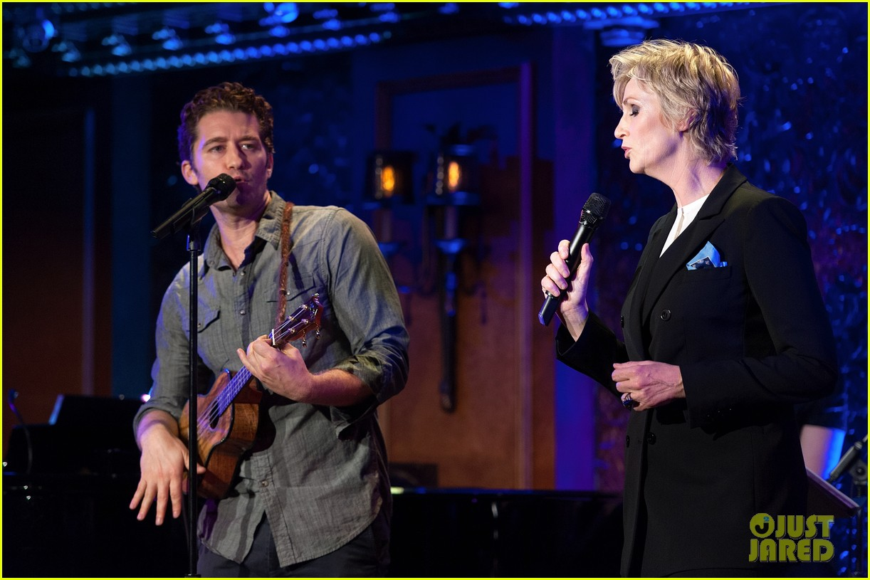 jomatthew morrison kisses jane lynch on stage for her solo concert debut 273138881