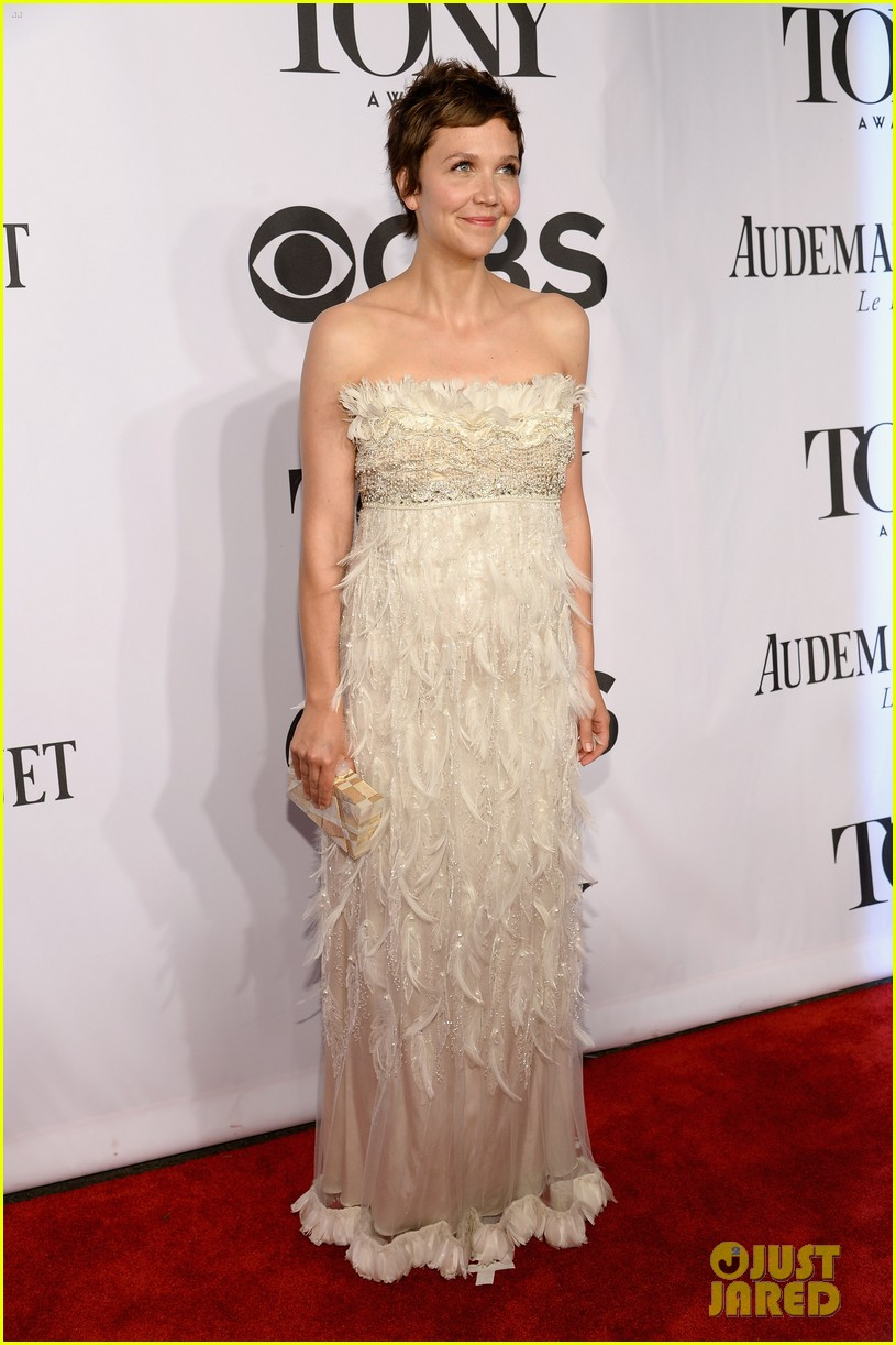 maggie gyllenhaal tony awards 2014 red carpet 01