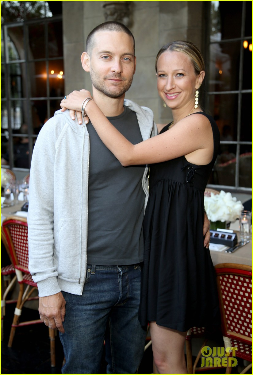 tobey maguire supports wife jennifer meyer zoe report dinner 23