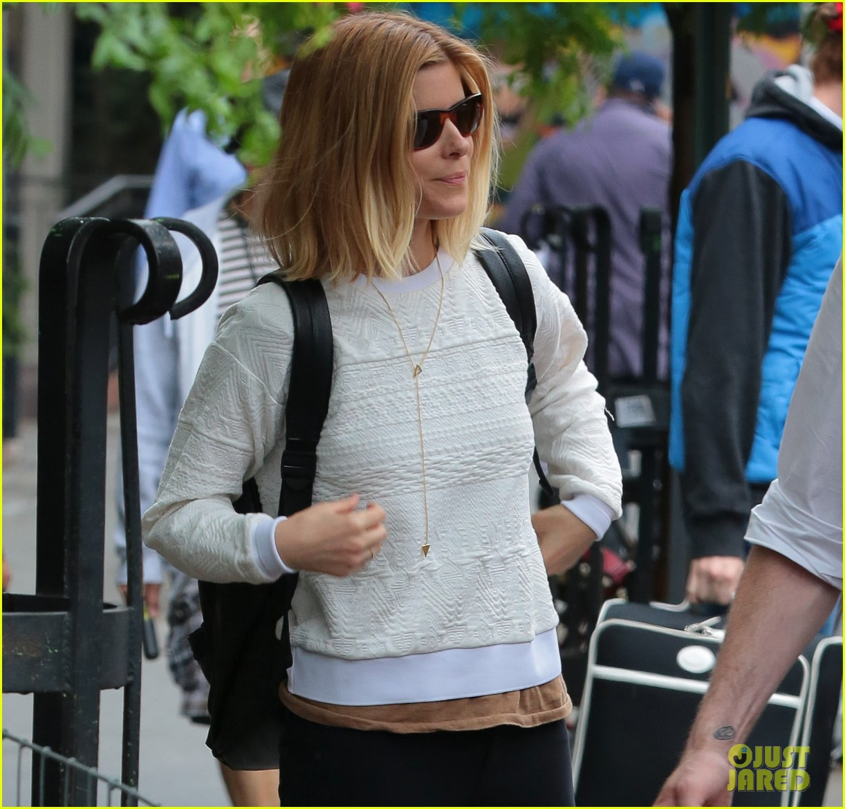 kate mara leaves new york city after the tonys 033133196