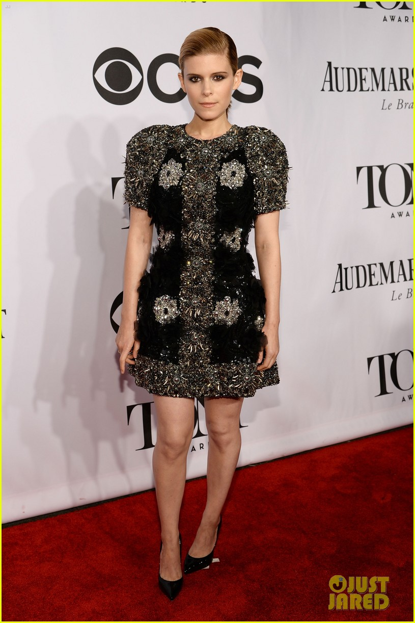 kate mara wears intricately beaded dress to tony awards 2014 03