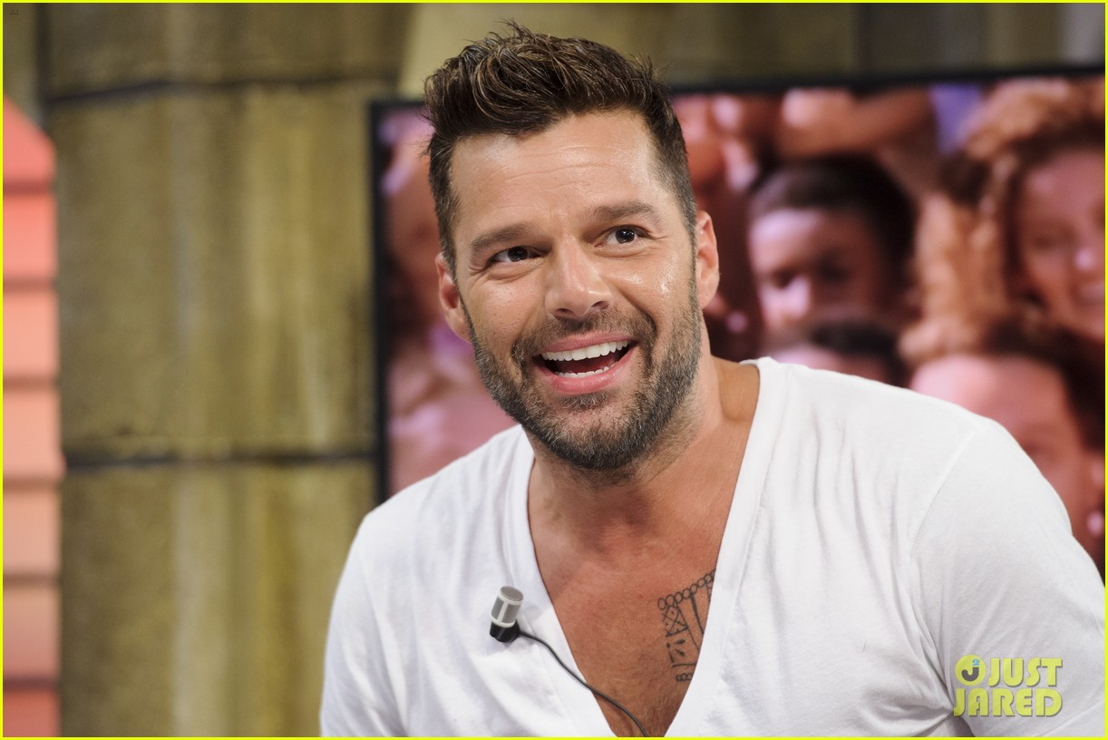 ricky martin recreates vida music video on el hormiguero 013132378
