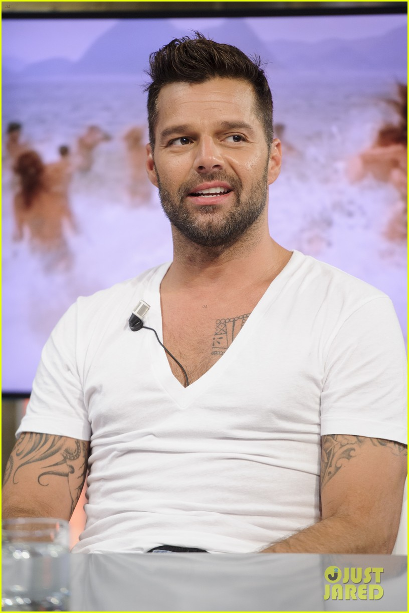 ricky martin recreates vida music video on el hormiguero 08