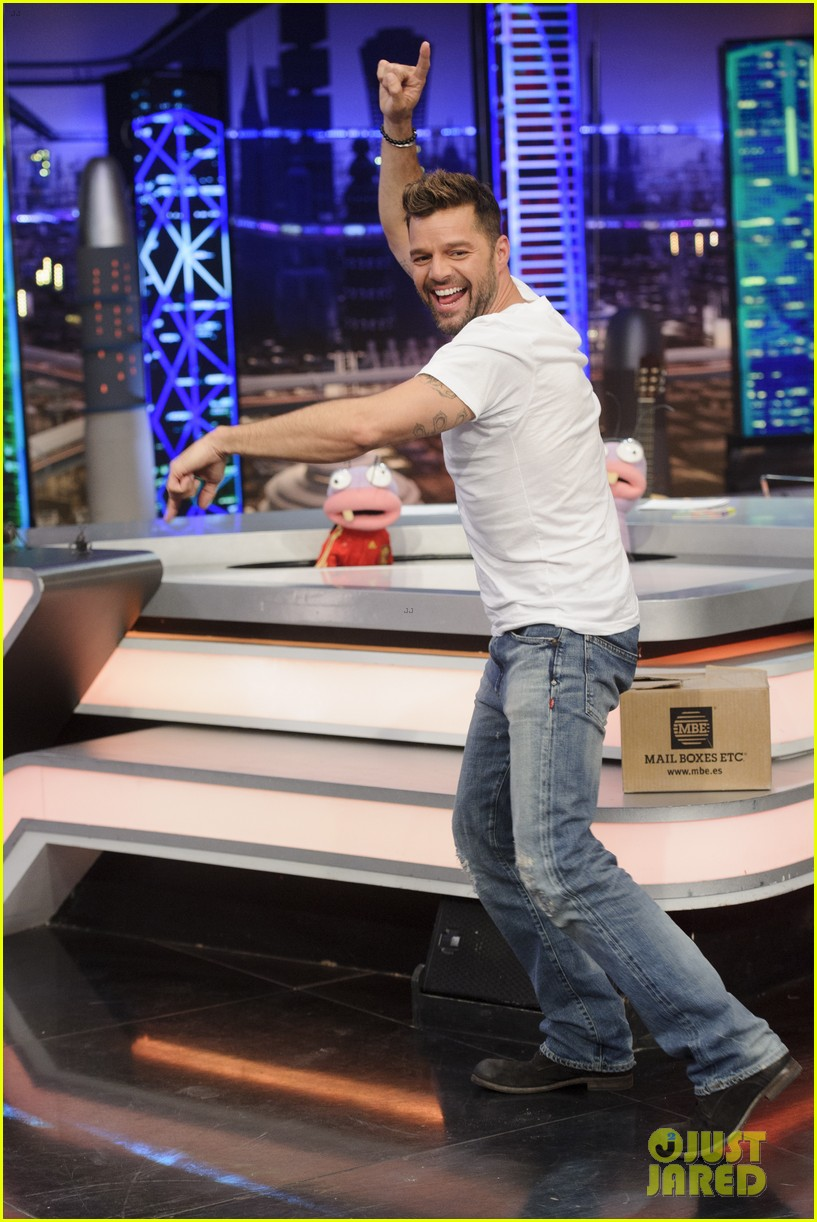 ricky martin recreates vida music video on el hormiguero 153132392
