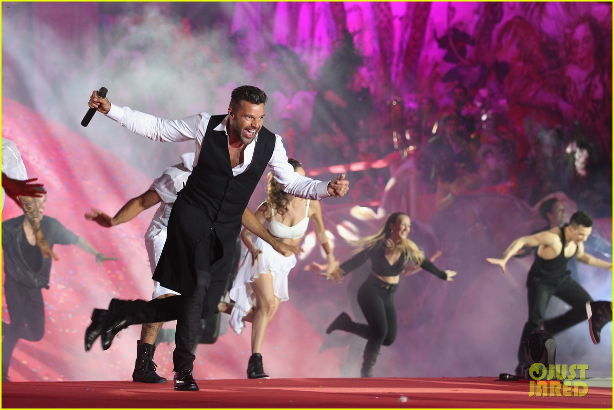ricky martin christina perri perform at the life ball 28