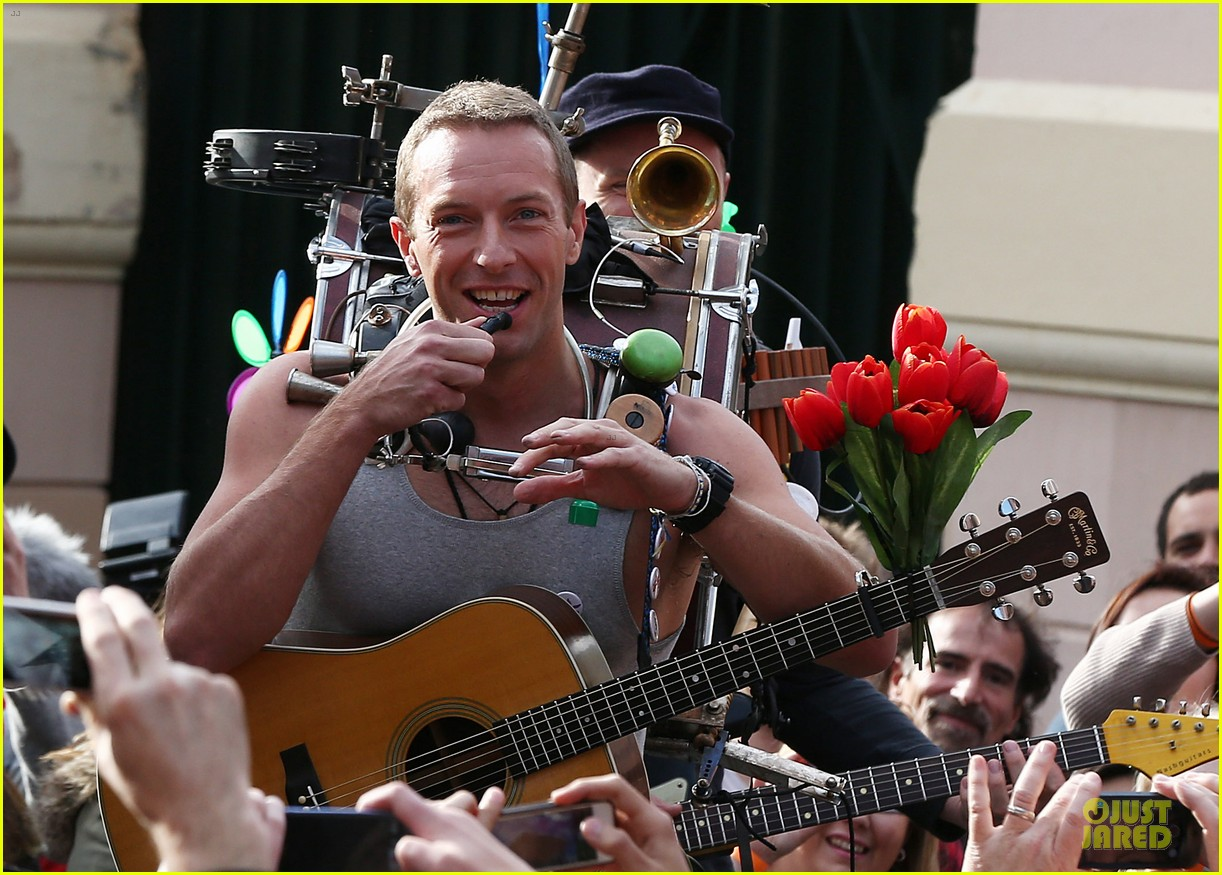 chris martin flaunts muscles on coldplay music video 24