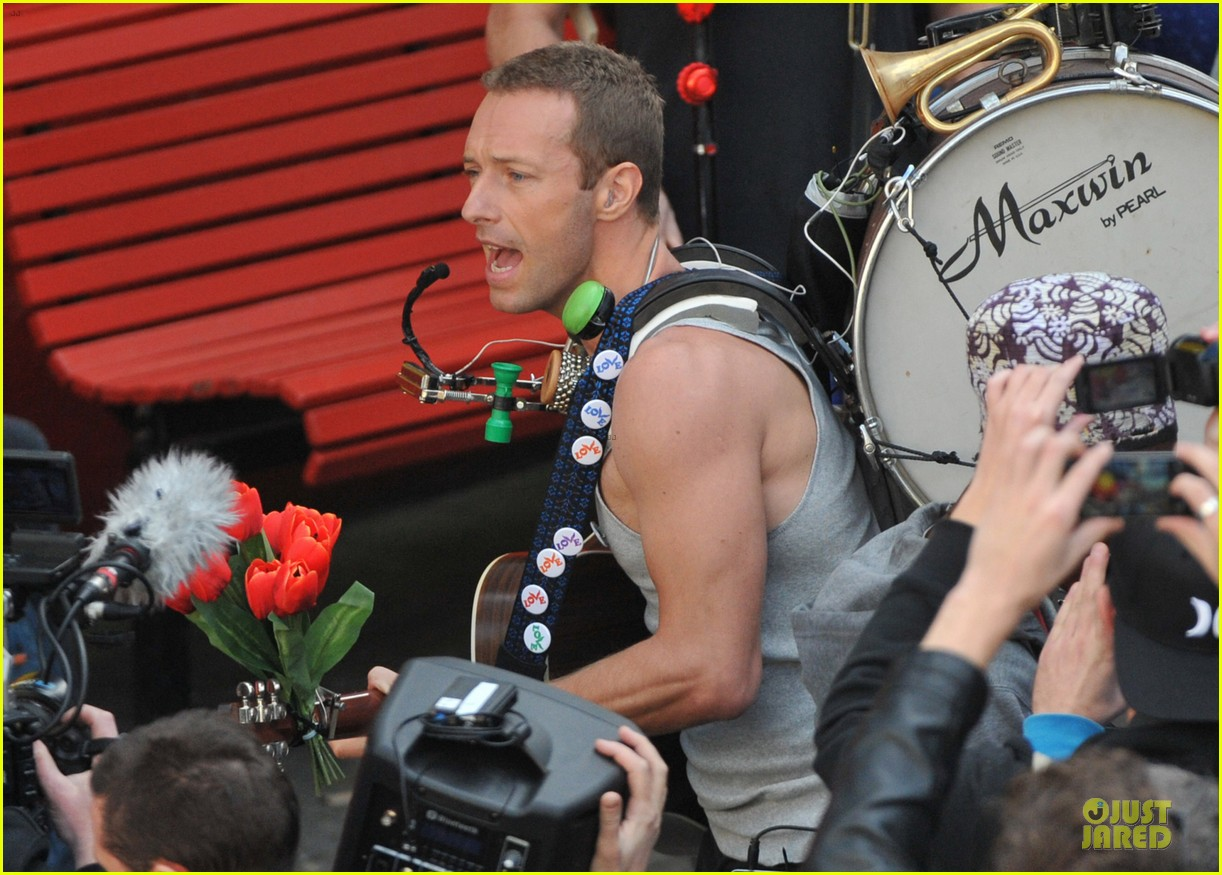 chris martin flaunts muscles on coldplay music video 293137567