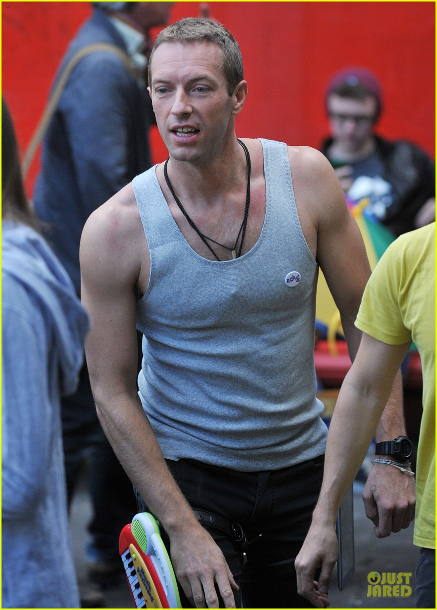 chris martin flaunts muscles on coldplay music video 303137568
