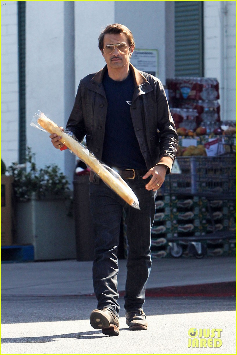 olivier martinez satisfies his baguette craving 05