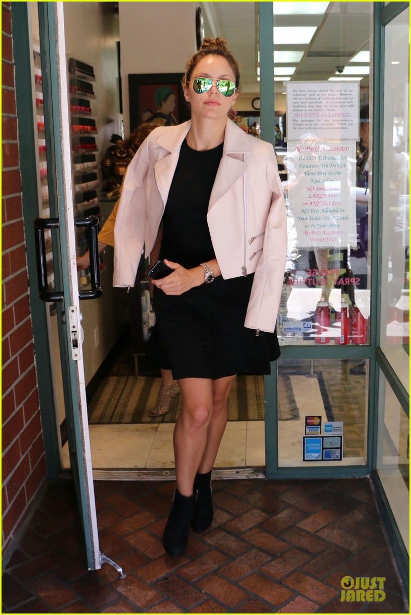 katharine mcphee likes to pair black with cool colored jackets 16