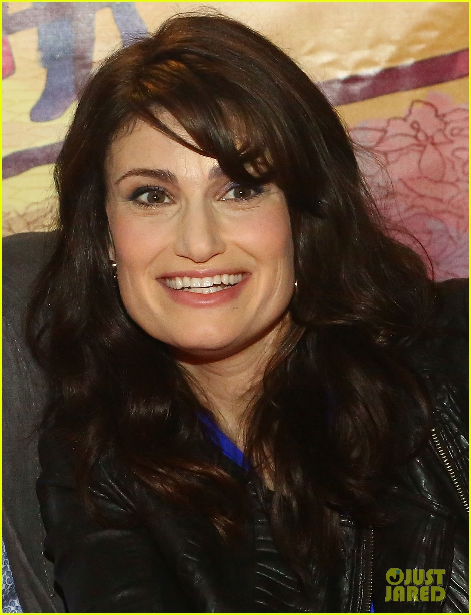 idina menzel debuts new bangs at if then cd signing 01