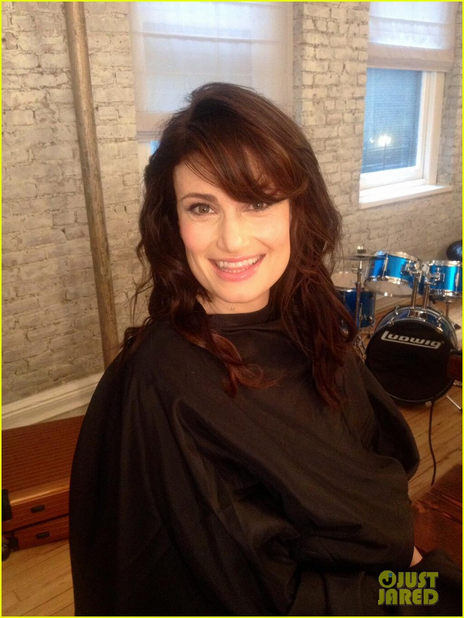 idina menzel debuts new bangs at if then cd signing 03