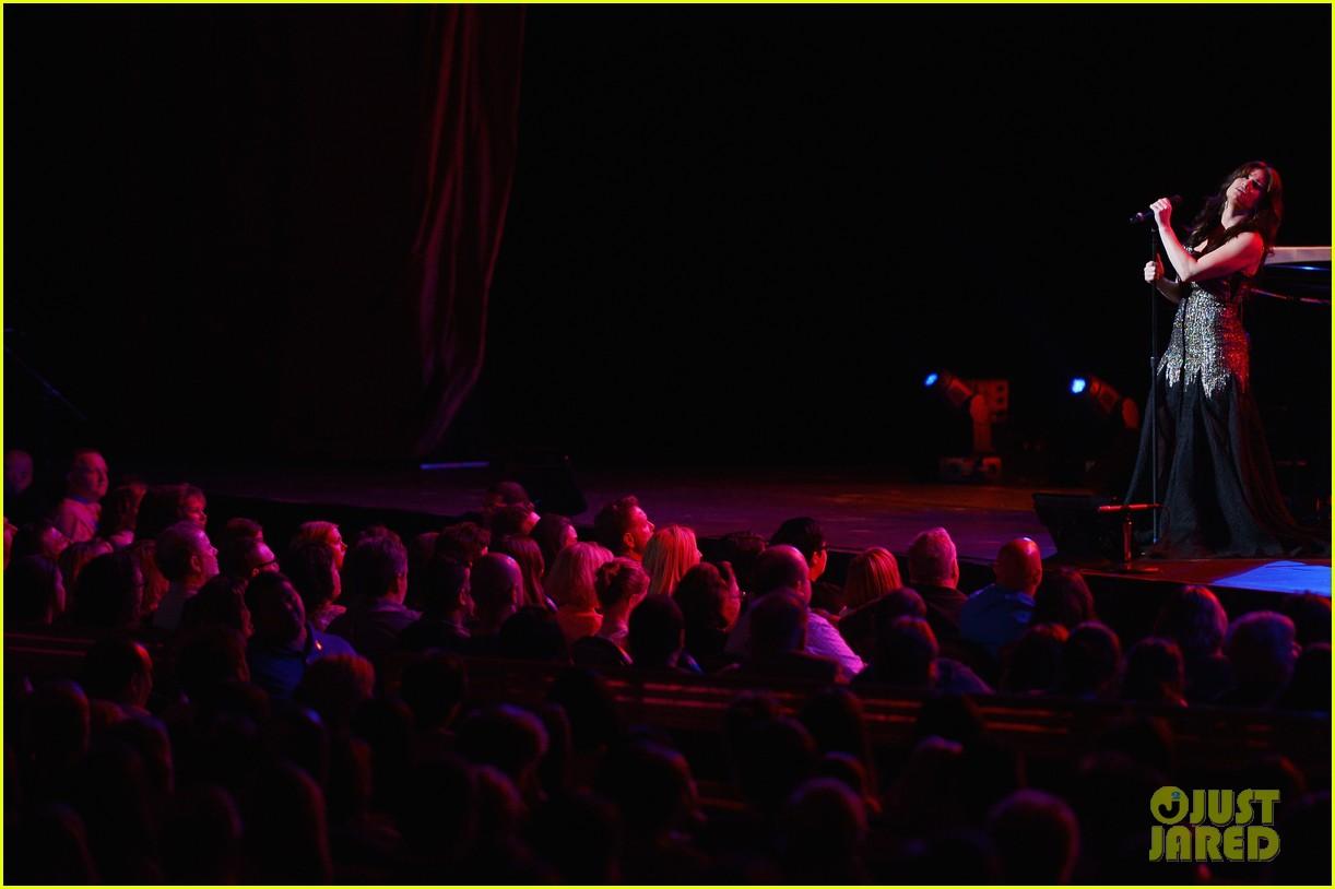 idina menzel radio city concert 123137118
