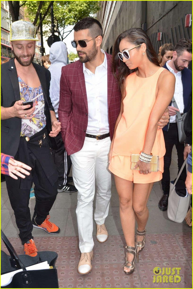 jesse metcalfe cara santana fashionable duo for london mens fashion week 103137880
