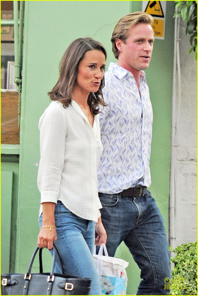 pippa middleton grabs drinks with tom kingston 02